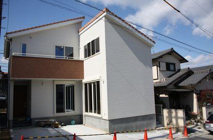 長久手市 H様邸 【タイル貼り太陽光発電搭載のデザイナーズハウス 】